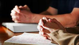 Zum Gebet gefaltete Hände