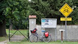 Schild einer Radwegekirche