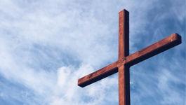 Symbolbild - Kreuz vor Himmel