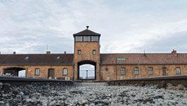 Gleise zum ehemaligen Konzentrationslager Auschwitz-Birkenau in Polen am 27.01.2018, dem Holocaust-Gedenktag.