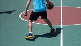 Symbolbild: Sport - Mann spiel Basketball