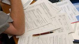 Formulare auf einem Tisch