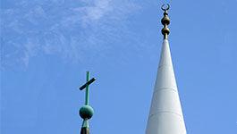Kirchturm und Minarett in Mannheim