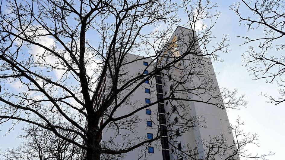 Hochhaus in Fürth, in dem das Evangelische Siedlungswerk Bayern günstige Mietwohnungen anbietet