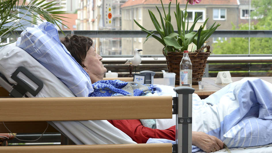 Patientin der Palliativstation des Diakoniekrankenhauses Friederikenstift in Hannover