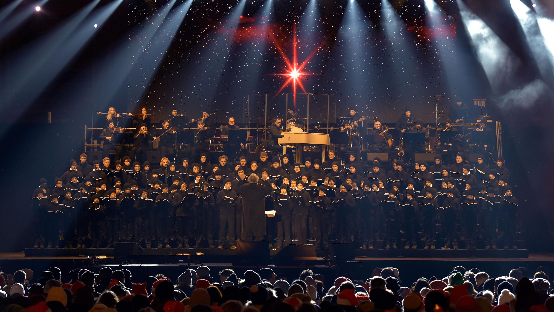 Dresdner Kreuzchor Verzaubert Mit Weihnachtsmusik Im Dynamo Stadion